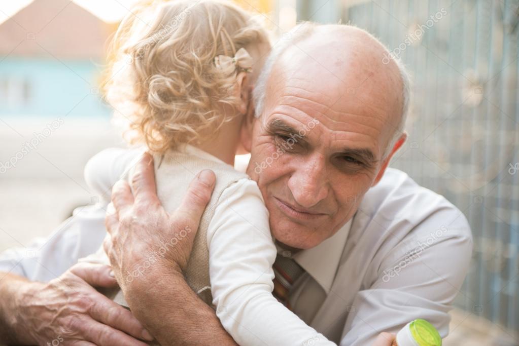 Порнуха Седые Дедушки Трахают Молоденьких Внучек Онлайн Видео