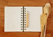 Notebook pro kuchařské recepty na kuchyňské prkénko