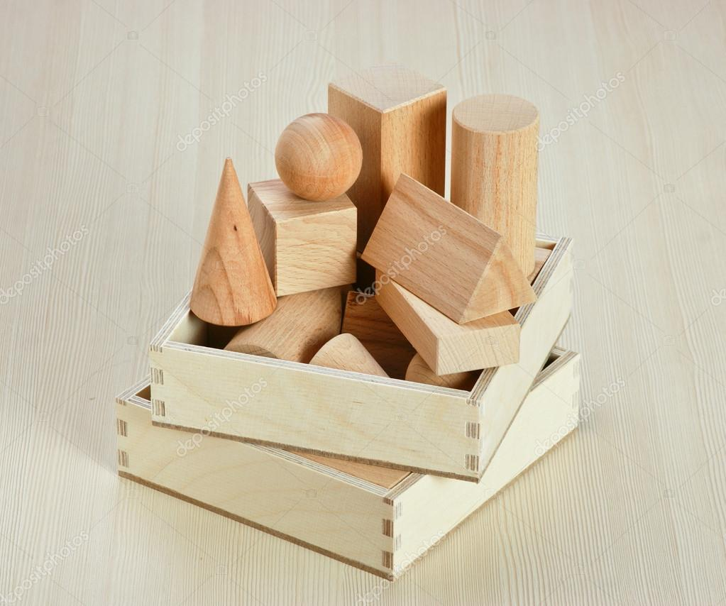 hölzerne geometrische Formen auf dem Tisch — Stockfoto © Observer ...