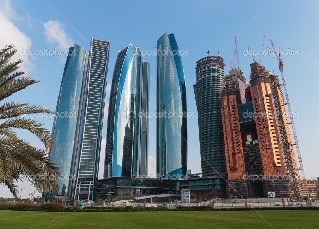rascacielos edificios en abu dhabi emiratos rabes unidos u foto de observer