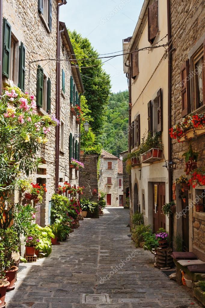 Фотообои Narrow street in the old town in Italy