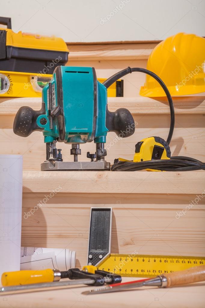 ensemble d 39 outils pour travailler le bois photographie. Black Bedroom Furniture Sets. Home Design Ideas