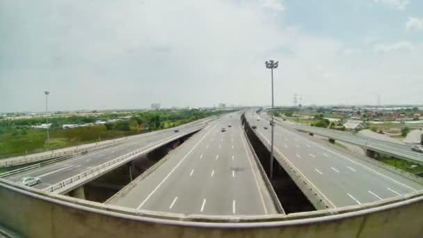 Video 1920 x 1080 - dojíždějící dálnice. pohled z okna vlaku