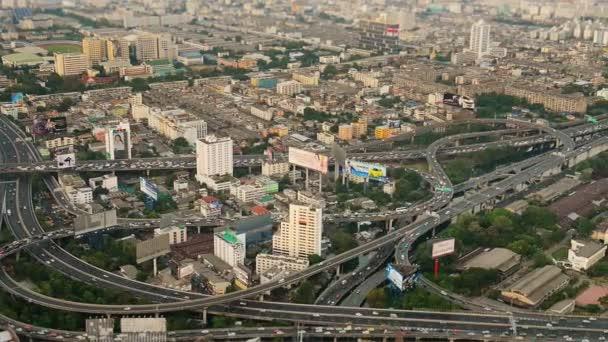 Bangkok, Thajsko - apr 4: Nejlepší pohled na městských komunikacích dopravní výměny a vysokou způsoby na duben 4, 2013 v Bangkoku, Thajsko. Bangkok má moderní zaplatil vysokou způsoby, které silnice interchange