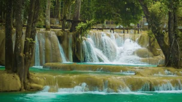 Video 1920 x 1080 - velké kaskádovitý vodopád - khouang si vodopád blízko nahoru, laos