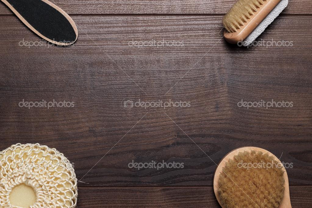 Accessori Bagno In Legno : Alcuni accessori bagno su sfondo in legno u foto stock garloon