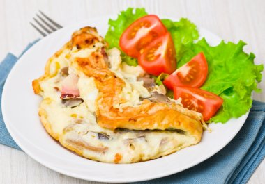 omelet with bacon and mushrooms