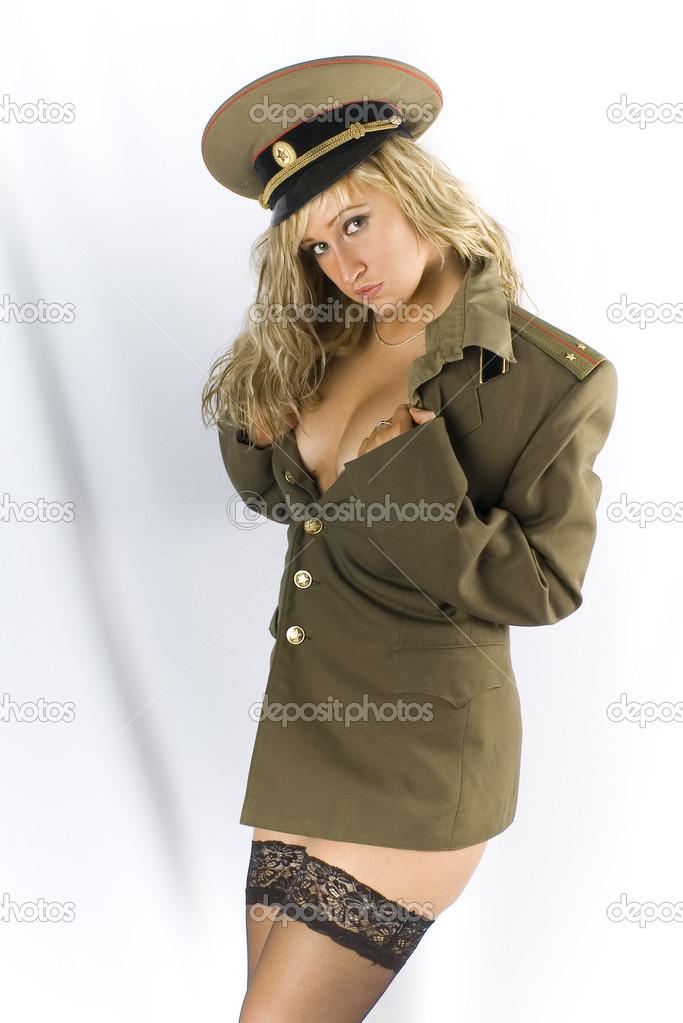 в военной форме и белых чулках