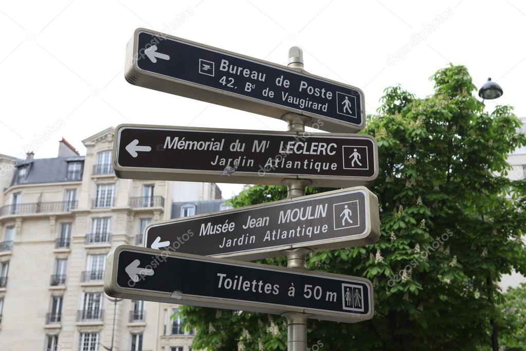 Sinalização de informação em paris u stock photo konstantin