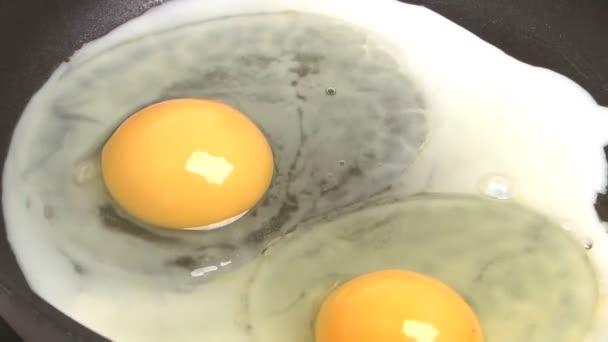 Sült tojás.