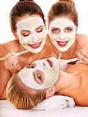 Fotografia donne del gruppo con maschera facciale