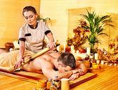 Žena se Bambusová masáž