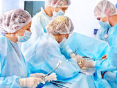 Fotografie Chirurg bei der Arbeit im OP-Saal