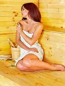 dívka v sauně.
