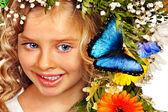 Fotografie holčička s květina účes