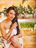 žena v luxusních lázních