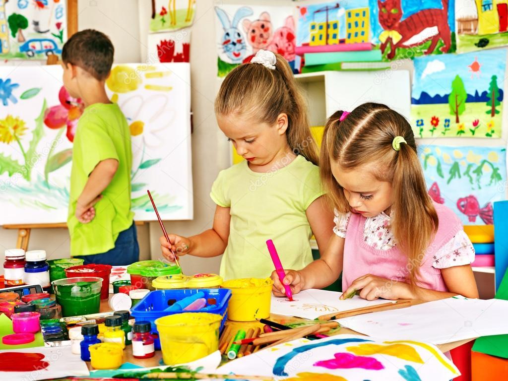 niños pintando — Foto de stock © poznyakov #51121619