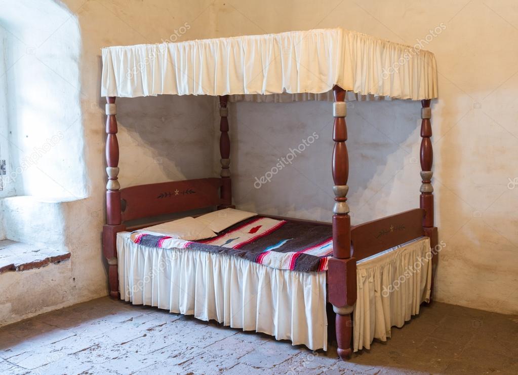 Letti A Baldacchino Antichi : Grande letto a baldacchino barocco emiliano laccato e dorato