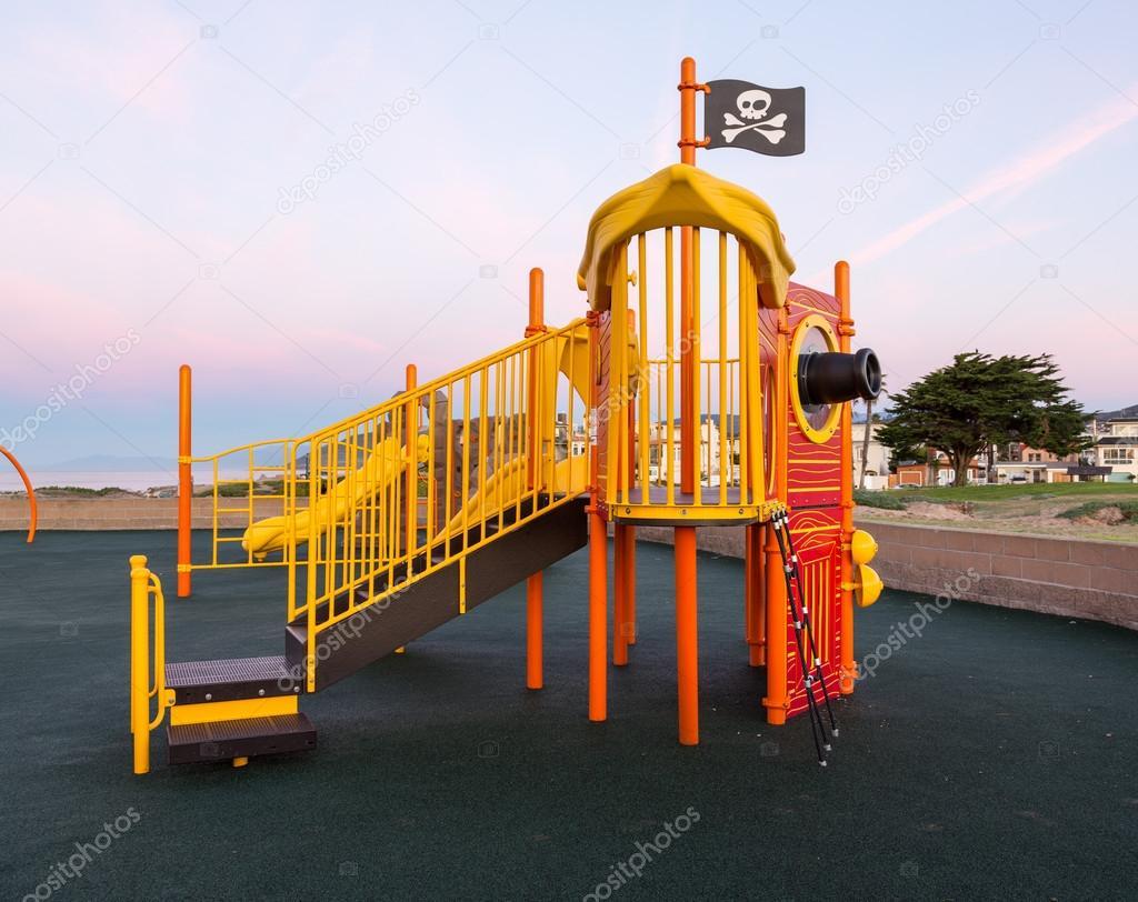 niños de la nave pirata escalada marco — Foto de stock © steveheap ...