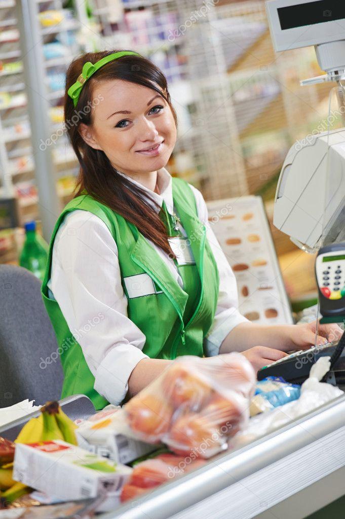 ir de compras. trabajador de la caja en el supermercado — Foto de ...