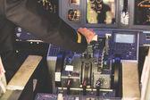 Fotografia pilota operativo lacceleratore per decollare