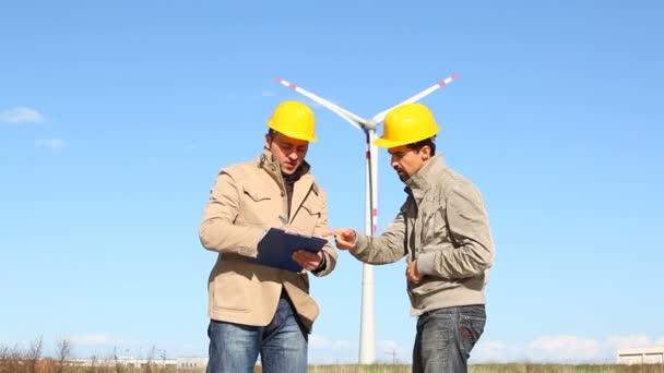 Zwei Ingenieure bei der Arbeit
