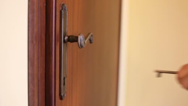 porta aperta di chiave