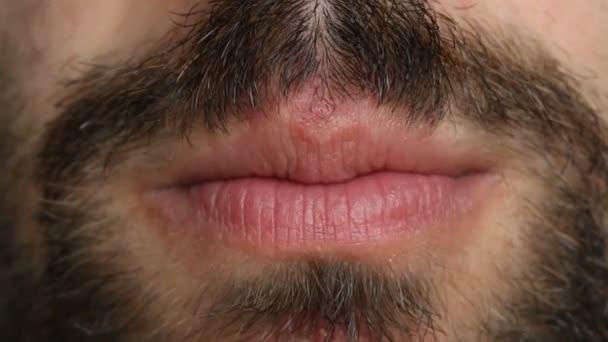 sprechender männlicher Mund