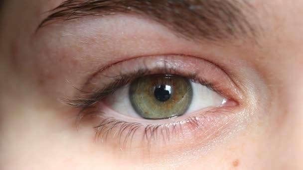 Frau rechtes Auge