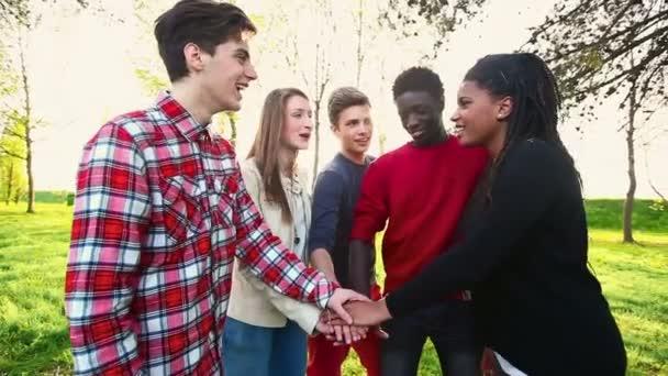 Vielpunkt-Teen-Gruppe