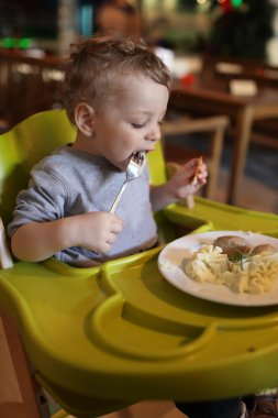Toddler has a lunch