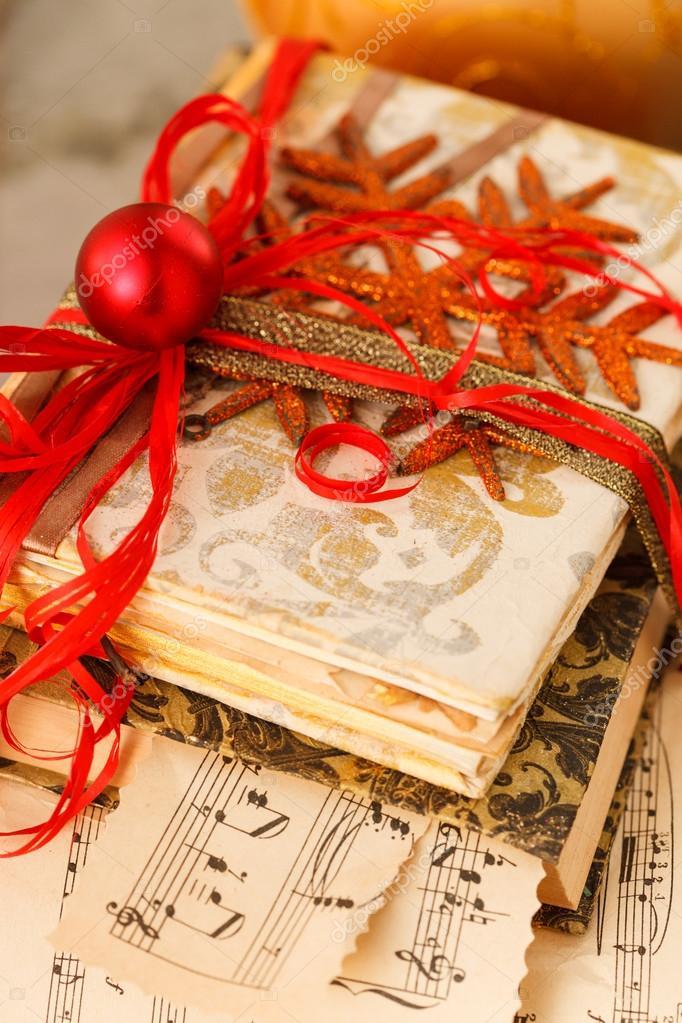 Regalo avvolto libri per natale foto stock shebeko for Libri regalo