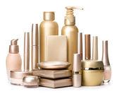 okouzlující kosmetika izolovaných na bílém pozadí