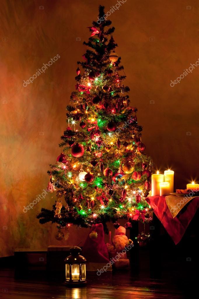 verlichte kerstboom in woonkamer — Stockfoto © pashapixel #50009395