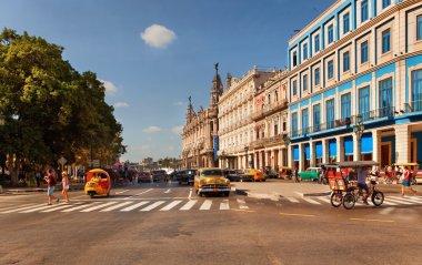HAVANA, CUBA-MAY 14: Old American cars at Prado Boulevard intersection