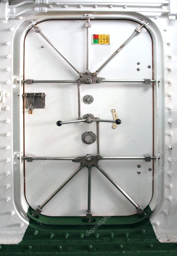 двери на корабле водонепроницаемые двери на корабле
