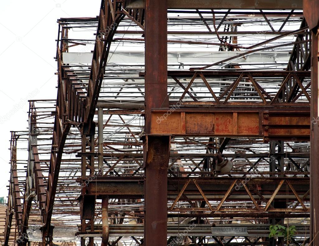 Estructura Metálica De Una Fábrica Abandonada Foto De