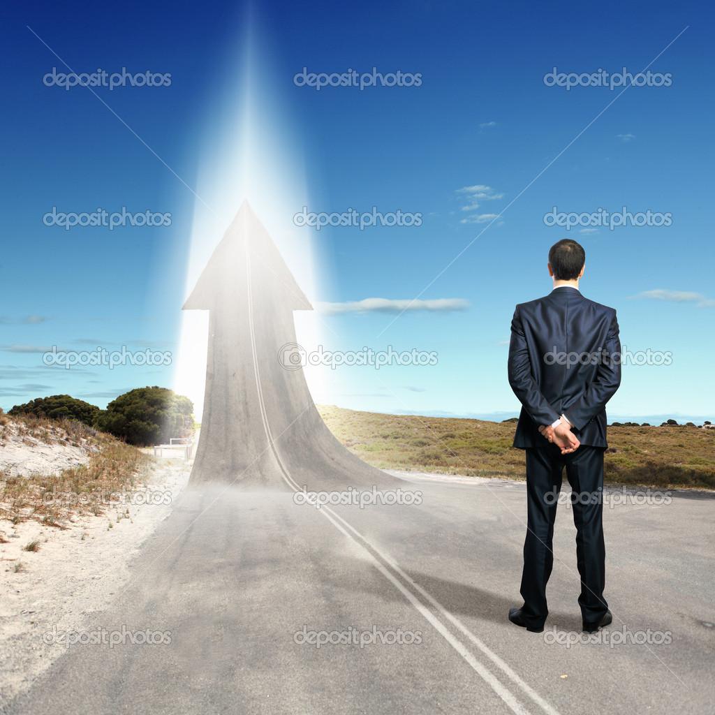 在通往成功的路上_概念的成功之路 — 图库照片©SergeyNivens#16363817