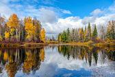Fényképek Szép őszi táj, erdei tóval