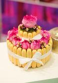 krásný svatební dort s růžemi