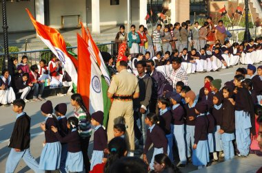 Hint insanlar günlük kapanış Hint - Pakistan sınır, Atari, Pencap, Hindistan kutlamaya hazırlanıyor