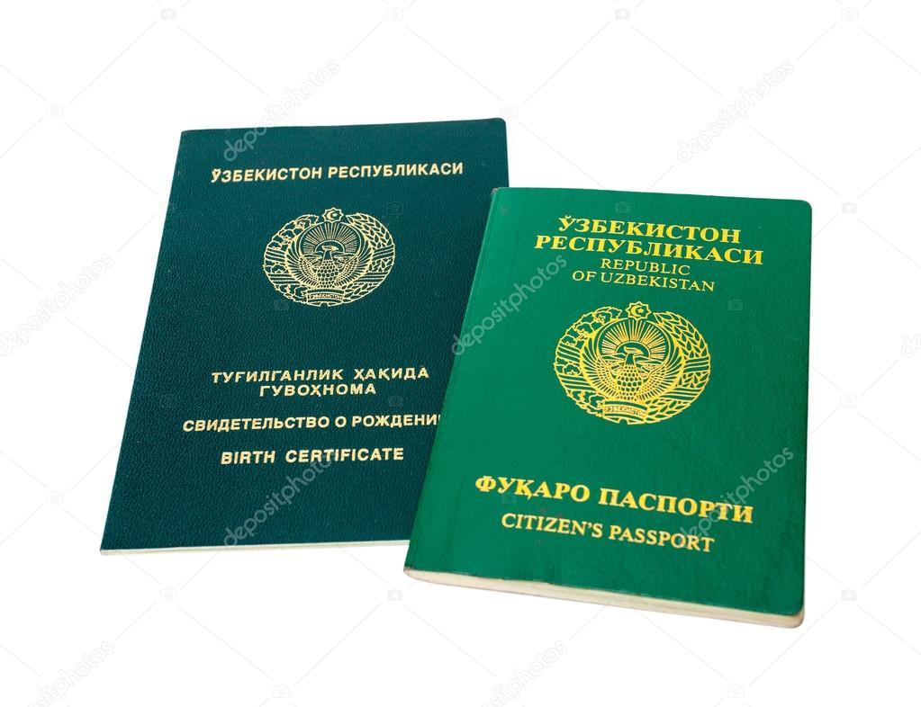 Uzbekistán pasaporte y certificado de nacimiento aislado en el ...