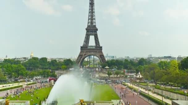 Eiffelova věž v Paříži, time-lapse
