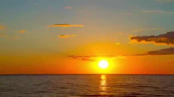 západ slunce na moři, time-lapse