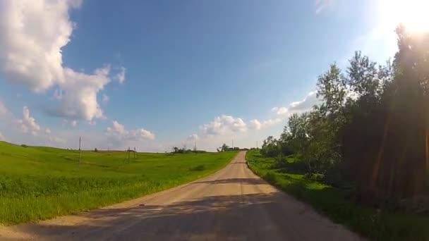 Jízda po venkovské silnici