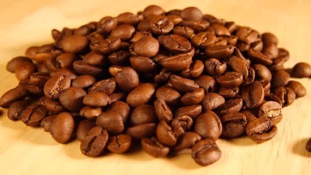 kávová zrna otočit