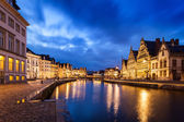 Photo Ghent canal, Graslei and Korenlei streets in the evening. Ghent,