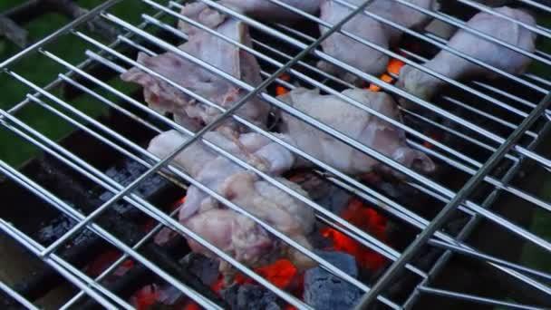 barbecue.Chicken na grilu