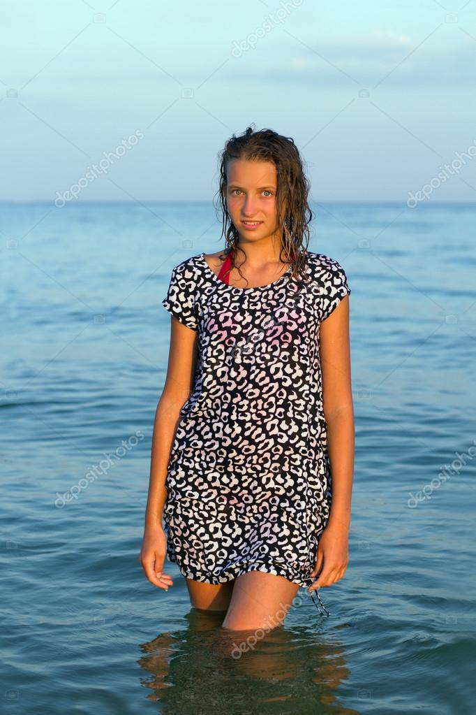 Женщины мокрой одежде картинки фото 743-607