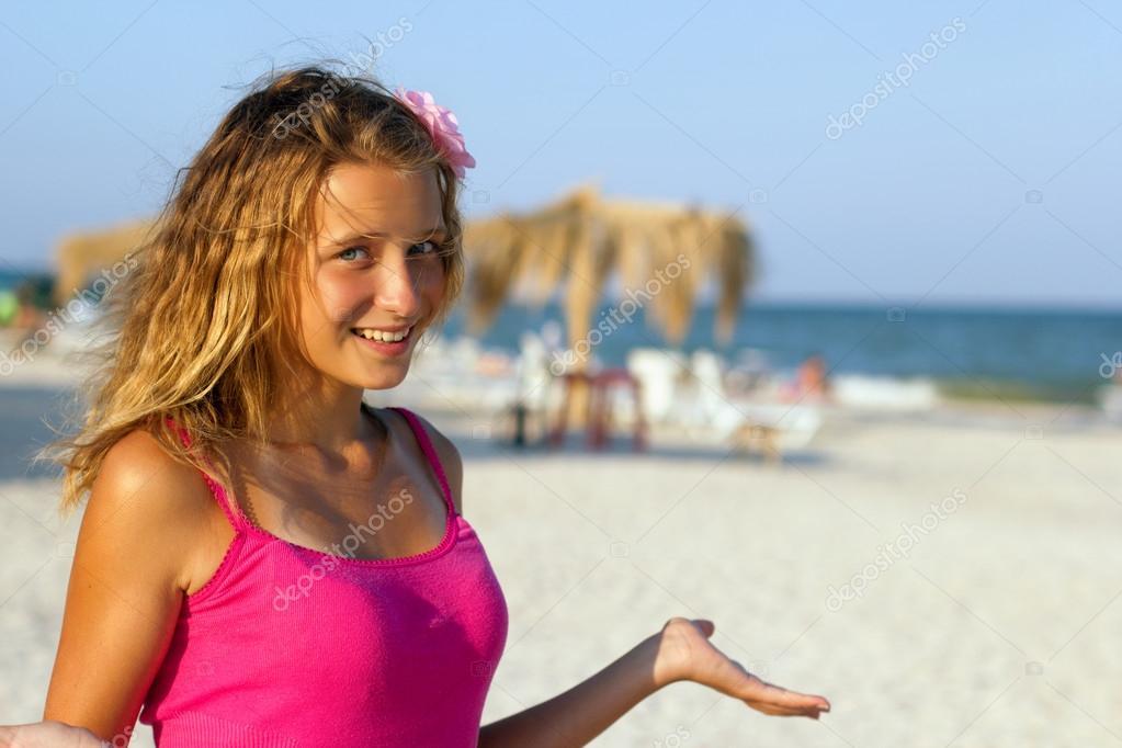 Bonne Teen Girl Sur La Plage  Photographie Acidgrey  14367983-9574